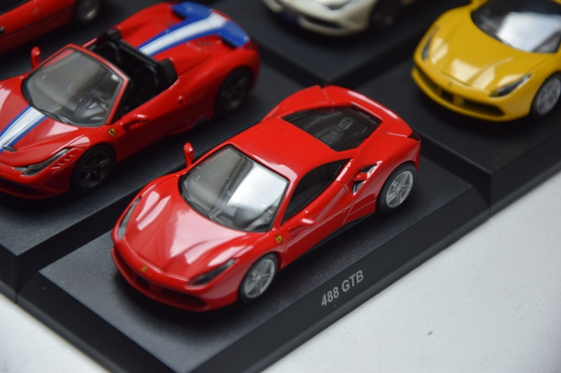 Ferrari_Kyosho_Collection_11_09.JPG